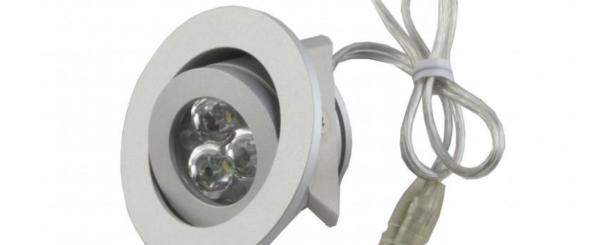 Įjungus įleidžiamus 12V šviestuvėlius, paskutinės lemputės prigęsta